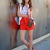 С чем носить красные босоножки модницам