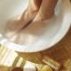 Народные средства от потливости и запаха ног