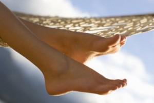 Почему отекают ноги в жару