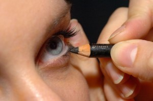 Как накрасить глаза карандашом