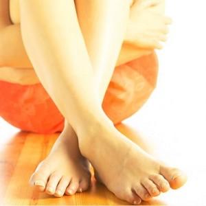 На пальцах ног трескается кожа