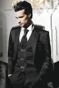 костюм черного цвета