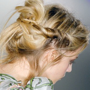 Как заколоть волосы шпильками
