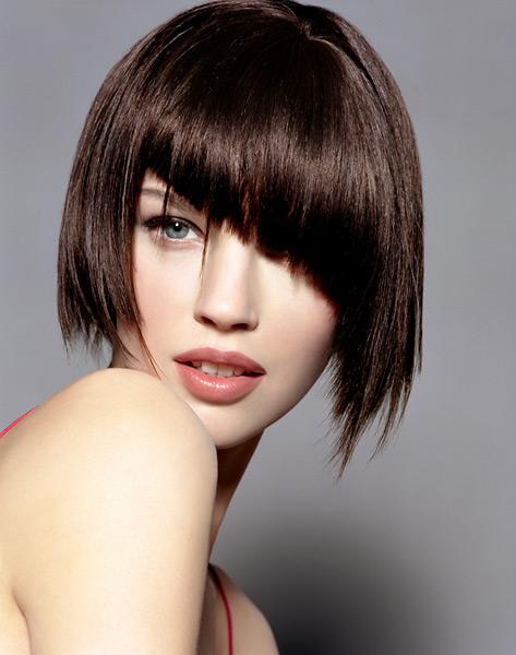 Прическа косая челка