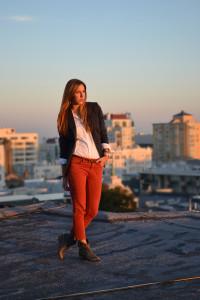 Красные брюки с чем носить фото