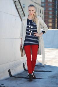 Красные брюки с чем носить