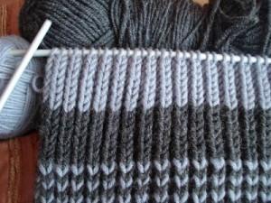 Как связать спицами шарф узором резинкой