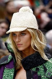 модные кепи 2012г