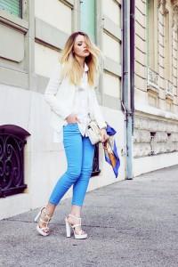 С чем носить голубые джинсы