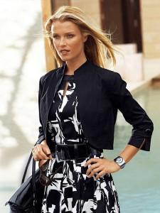 платье и короткий пиджак