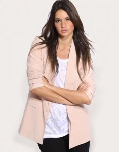 как носить розовый пиджак