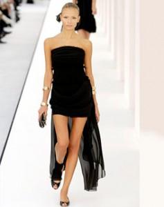 браслеты и черное платье