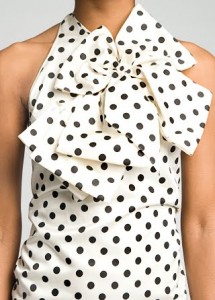 белое платье в черный горошек