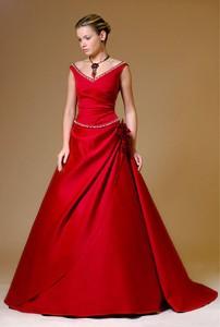 бижутерия у красному платью
