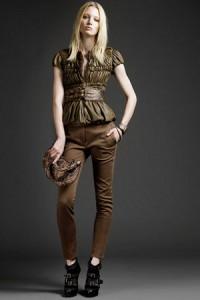 коричневые брюки с чем носить