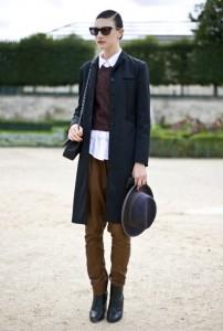 что надеть с коричневыми брюками
