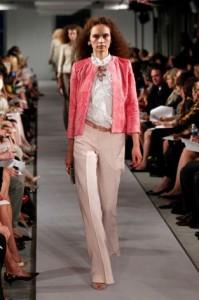 брюки светлого цвета