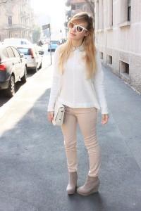 Светлые брюки с чем носить