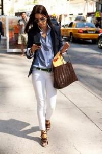 с чем носить светлые брюки