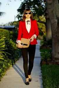 Что носить с красным пиджаком