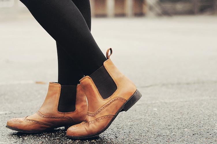 коричневые ботинки