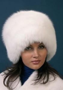 объемная меховая шапка