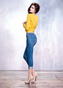 как и с чем носить синие брюки