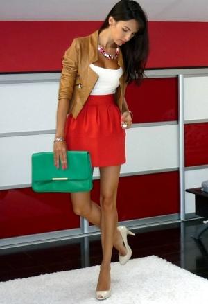 Фото короткой красной юбки