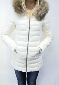 белый зимний пуховик