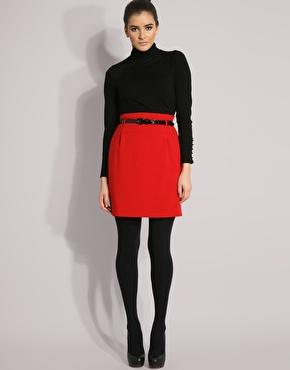 Образ красная юбка и черная блузка