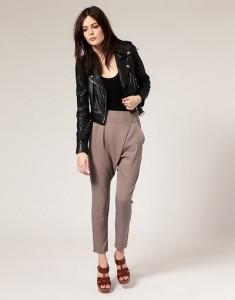 брюки бежевого цвета с чем носить