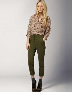 брюки темного зеленого цвета