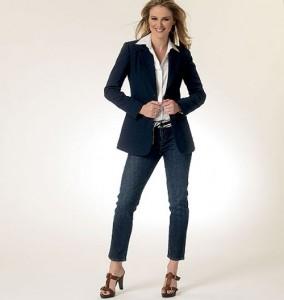 деловый стиль с пиджаком и джинсами