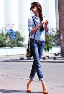 джинсы и рубашка с обувью