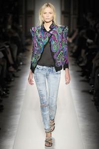 джинсы с цветным пиджаком