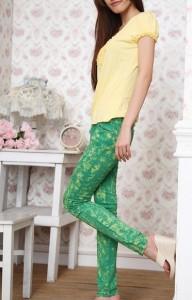 зеленого цвета брюки с чем носить