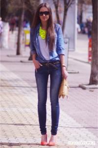 как и с чем носить джинсы и рубашку