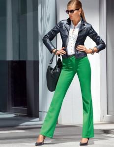 с чем носить штаны зеленого цвета