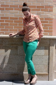 брюки зеленого цвета фото