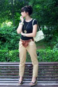 бежевые брюки с чем носить