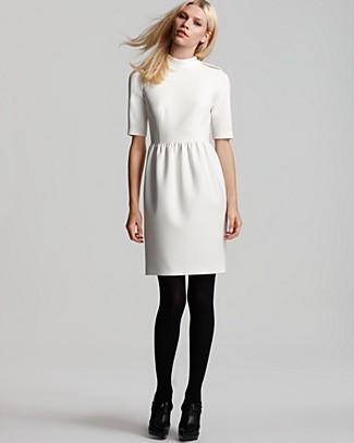 фото белое платье с черными колготками