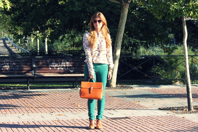 С чем носить зеленые брюки фото
