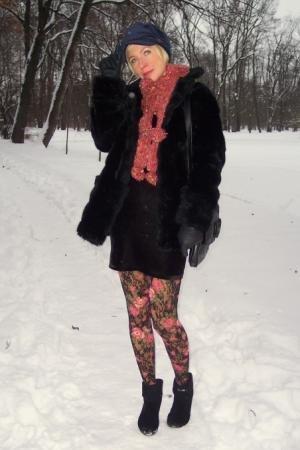 Полушубок можно носить как с деловым костюмом, так и с вечерним платьем, а уберечь ноги от холода смогут.