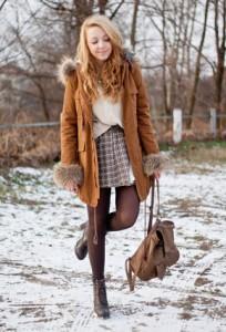 С чем носить коричневые колготки