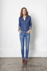 подобрать рубашку  к джинсам