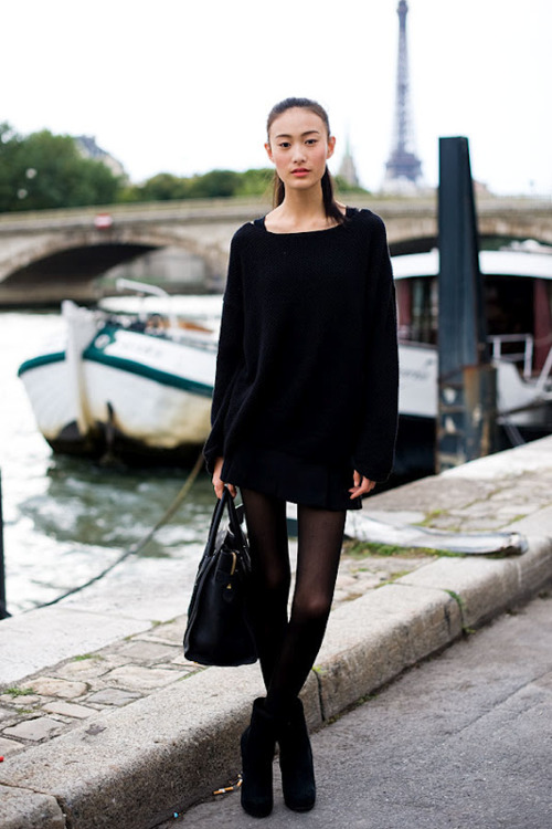 Что одевать под черное платье