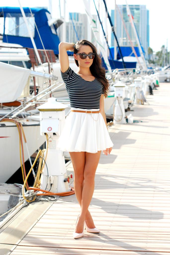 С чем одевать короткую белую юбку