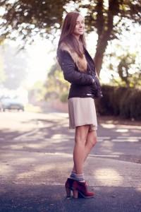 С чем носить бежевое платье фото