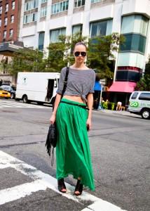 С чем носить зеленую юбку фото