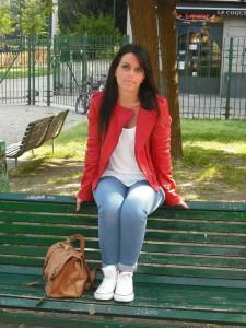 куртка красного цвета